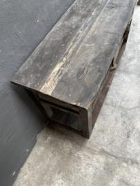 Stoere oude vergrijsd houten sidetable tafel met deurtje wastafelmeubel landelijk