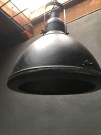 Industriele hanglamp fabriekslamp landelijk metaal zwart zwarte fabriekslamp stoer industrieel