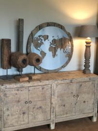 Stoer rond groot Wandpaneel wanddecoratie 90 cm wandornament metalen landkaart wereldkaart in oude vergrijsd houten lijst landelijk industrieel stoer