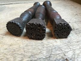 Oud houten stempel met handvat textielstempel india batik stempeltje vintage industrieel