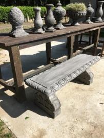Massief grijze betonnen tuinbank bank bankje beton sidetable landelijk grijs