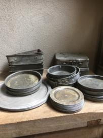 Stoere oude sobere ovale metalen bakjes bakje schaaltje schaaltjes aluminium landelijk industrieel