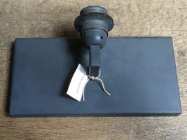 Grijze metalen wandlamp wandlampen Tierlantijn grijs lood loodkleur strak sober stoer landelijk industrieel