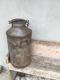 Oude metalen melkbus bak blik pot landelijk boerderij boeren  50 liter