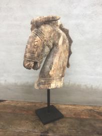 Prachtig enorm groot houten paardehoofd eye-catcher paardenhoofd paardekop op statief vergrijsd hout stoer sober landelijk