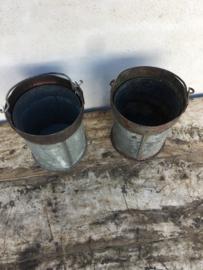 Oude ijzeren metalen emmertje emmer grijs teiltje teil bak oud metaal vintage landelijk industrieel brocant