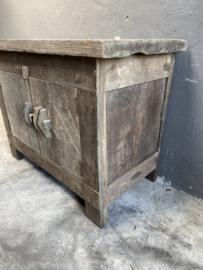 Stoere houten truckwood kast kastje dressoir houten oud hout commode landelijk stoer robuust 2 deurs