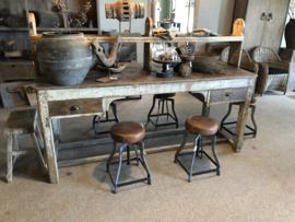 Prachtige unieke originele oude werkbank werktafel atelier buro bureau met opzetstuk industrieel stoer landelijk