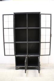 Grote industriële metalen kast vitrinekast ijzer landelijk industrieel zwart 2 grote en 2 kleine deurtjes glas metaal