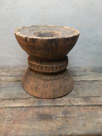 Gave oud houten grainder grinder vijzel pot vaas hout kruk tafeltje stoer landelijk sober robuust