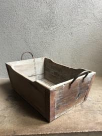 Houten bak bakken trog schaal met metalen beslag stoer vergrijsd doorleefd hout landelijk industrieel vintage schaal trog rijstbak
