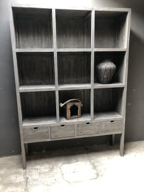 Prachtige grote grijze grijs houten kast boekenkast roomdivider met lades en schappen vakken vergrijsd 225 x 160 x 40 cm