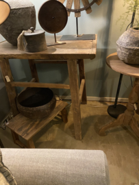 Oude vergrijsd houten haltafel Sidetable tafel tafeltje sideboard landelijk stoer oud hout