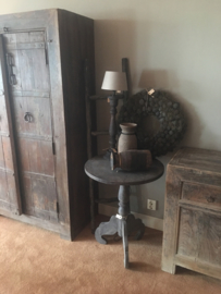 Oud vergrijsd grijs antreciet houten tafel tafeltje bijzettafel be uniq bijzettafeltje 60 cm salontafel wijntafel wijntafeltje rond ronde landelijk stoer hout