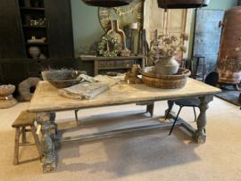 Grote vergrijsd houten eettafel tafel landelijk stoer balusters 260 x 100 cm