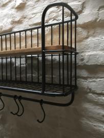 Zwaar zwart metalen met houten wandrek 1 legplank 6 haken  handdoekenrek schap kapstok landelijk industrieel