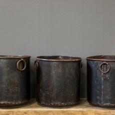 Oude bruine metalen bak bloembak pot landelijk stoer industrieel vintage met ringen urban 29 x 28 cm