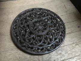 Gietijzeren ronde onderzetter onderzetters pan pannen landelijk brocant bruin 20 cm