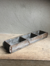 Vergrijsd houten bakje schaal schaaltje Steenmal 3 vaks mal baksteenmal landelijk stoer industrieel