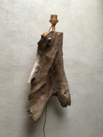 Prachtige vergrijsd houten wandlamp stronk drijfhout driftwood boomstam landelijk sober stoer robuust
