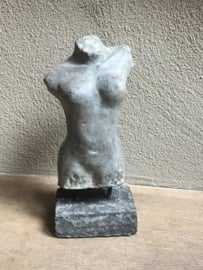 Betonnen Betonlook torso buste vrouw vrouwelijf  op statief borstbeeld lijf lichaam grijs grijze beeld