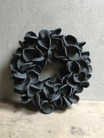 Stoere badam krans 45 cm landelijk stoer zwart zwarte vergrijsd grijs donkergrijs antraciet antreciet