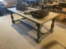 Grote vergrijsd houten eettafel tafel landelijk stoer balusters 220 x 100 cm