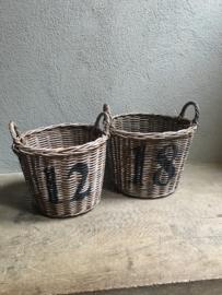Vergrijsd rotan rieten mand basket 18 landelijk stoer industrieel brocant