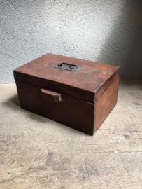 Oud houten kist kistje theedoos thee kist theekist theekistje plat groot landelijk landelijke stijl hout