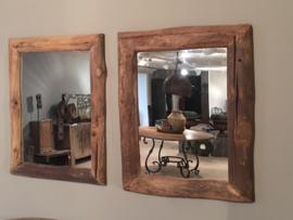 Oud houten spiegel 60 x 45 cm landelijk stoer naturel hout robuust grof sloophout knoesten grof