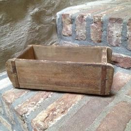 Oud houten bakje schaal schaaltje mal baksteenmal brickmal landelijk vintage industrieel vakkenbak brocant