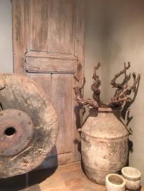Oude vergrijsde druivetak stronk druivestruik druif kronkeltak decoratie gedroogd