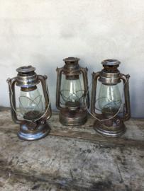 Brocante oude olielamp olielampje landelijk vintage grijs bruin industrieel stormlamp stoer grijs zink