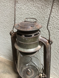 Brocante oude olielamp olielampje lantaarn landelijk stoer grijs industieel vintage roestbruin bruin