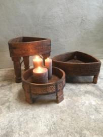 Oude houten grinder tafeltje schaal op pootjes bak oosters ghati landelijk stoer Ibiza hout houten kandelaar