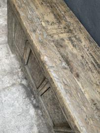 Prachtig oud unieke vergrijsd houten dressoir sidetable landelijk rustiek Tibetaans Tibet deurtjes stoer hout houten