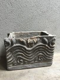 Prachtige oude unieke stenen bak schaal pot bloembak bloembakken landelijk sober antiek stoer grijs steen doorleefde