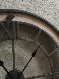 Industriële metalen houten wandklok doorsnede 71 cm stationsklok landelijk bruin metaal fabrieksklok