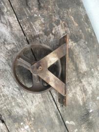 Metalen wiel wieltje wieltjes wielen industrieel los metaal vintage stoer landelijk grijsbruin