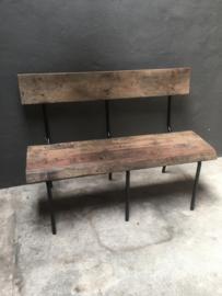 Stoere vintage industriële bank eetkamertafelbank landelijk bankje met rugleuning zwart metalen frame met vergrijsd doorleefd oud houten zitting 120 cm doorsnede