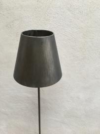 Vergrijsd metalen vloerlamp staande lamp landelijk stoer metaal grijs antraciet