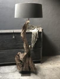 Vloerlamp hout Prachtige grote oud vergrijsd houten Vloerlamp hout staande lamp stronk ene-catcher uniek item landelijk stoer industrieel
