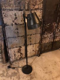Zwarte Industrieel industriële stoere metalen metaal zinken zink lamp Staande vloerlamp 130 cm vintage landelijk zwart stoer metaal