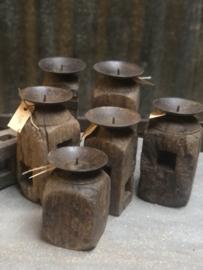 Houten kandelaren, houten kandelaar, oud hout,