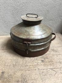 Oude metalen (zinken zink) trommel pot bak blik bak schaal met deksel landelijk Brocant industrieel