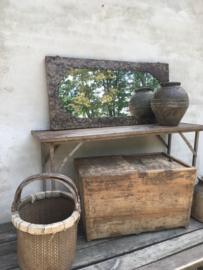Prachtige grote oude antiek doorleefd houten kist dekenkist landelijk sober stoer vergrijsd doorleefd salontafel sidetable bijzettafel schuif klep