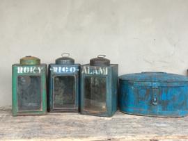 Landelijke oude metalen lantaarn windlicht theelicht turkoise turqouise groen mintgroen groene blauw kandelaar metaal vintage industrieel