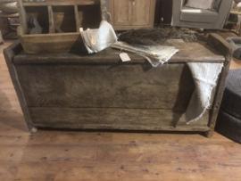 Prachtige grote originele oude houten kist dekenkist kast sidetable dressoir klepkist Himalayakist