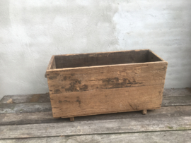 Stoere grote oude vergrijsd doorleefd houten bak lectuurbak houtbak landelijk industrieel