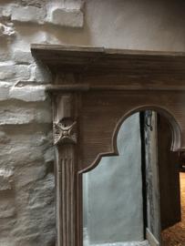 Grote vergrijsd houten spiegel landelijk kasteelspiegel kuifspiegel stoer sober chique hout